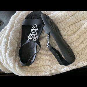 Croc black gladiator sandals silver triangles
